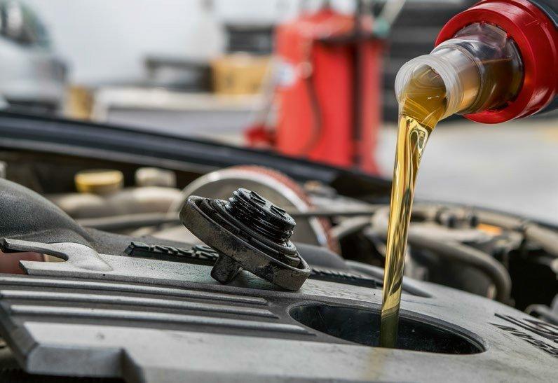 Масложор – это норма?! Почему исправный двигатель ест масло