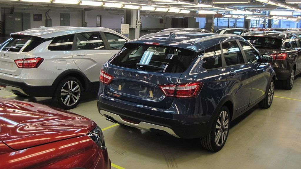 Российские покупатели новых автомобилей столкнулись с тотальным дефицитом