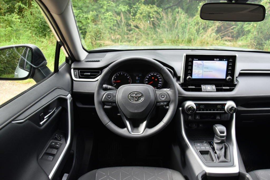 Идеальный кроссовер? Мнение водителей о Toyota RAV4