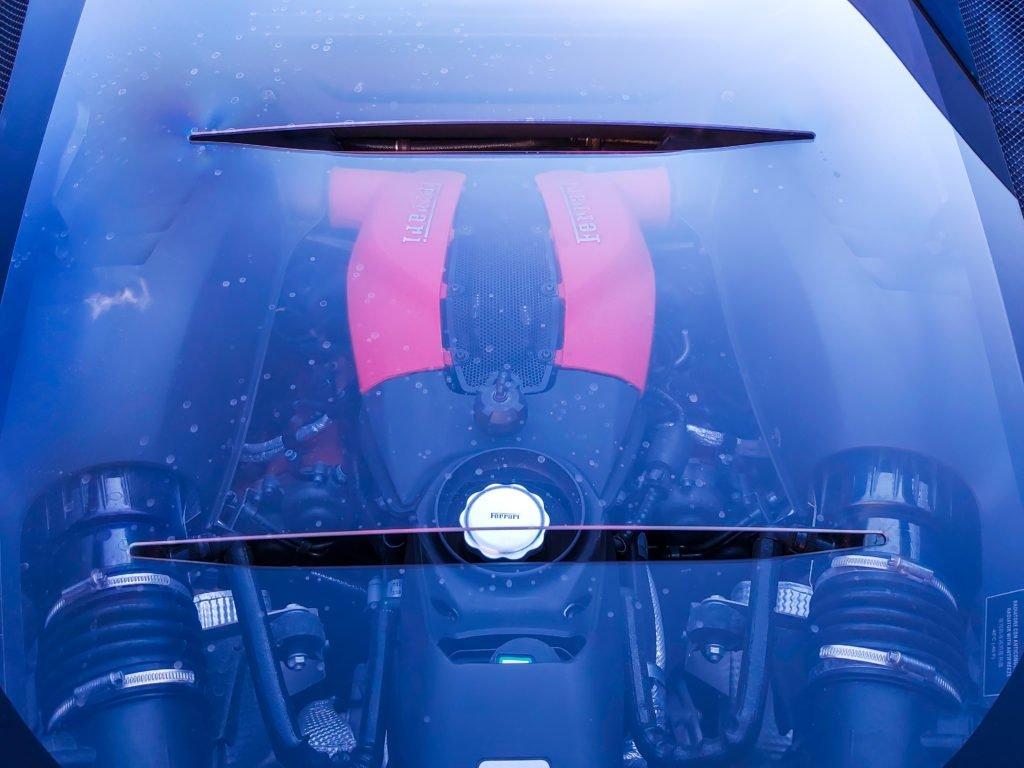 Сладкая жизнь от Ferrari: итальянцы привезли в Россию новые суперкары Roma, F8 Tributo и F8 Spider