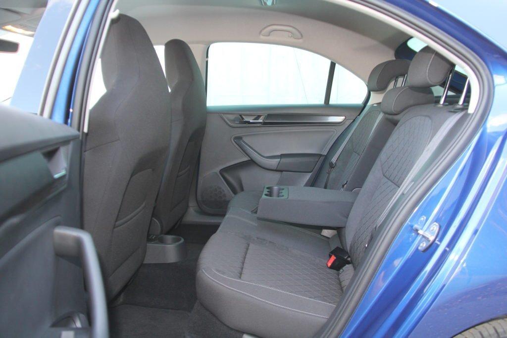 Hyundai Solaris или Skoda Rapid? Нелегкий выбор с неожиданным финалом