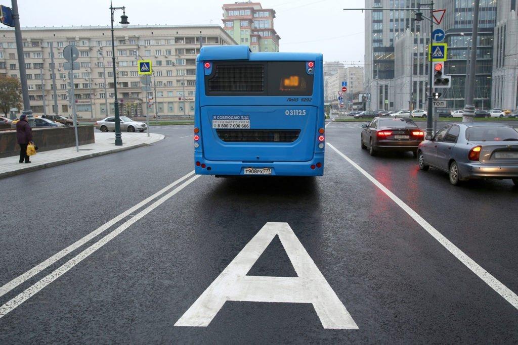 Автомобилистам могут разрешить вновь выезжать на «выделенки». Но не всегда