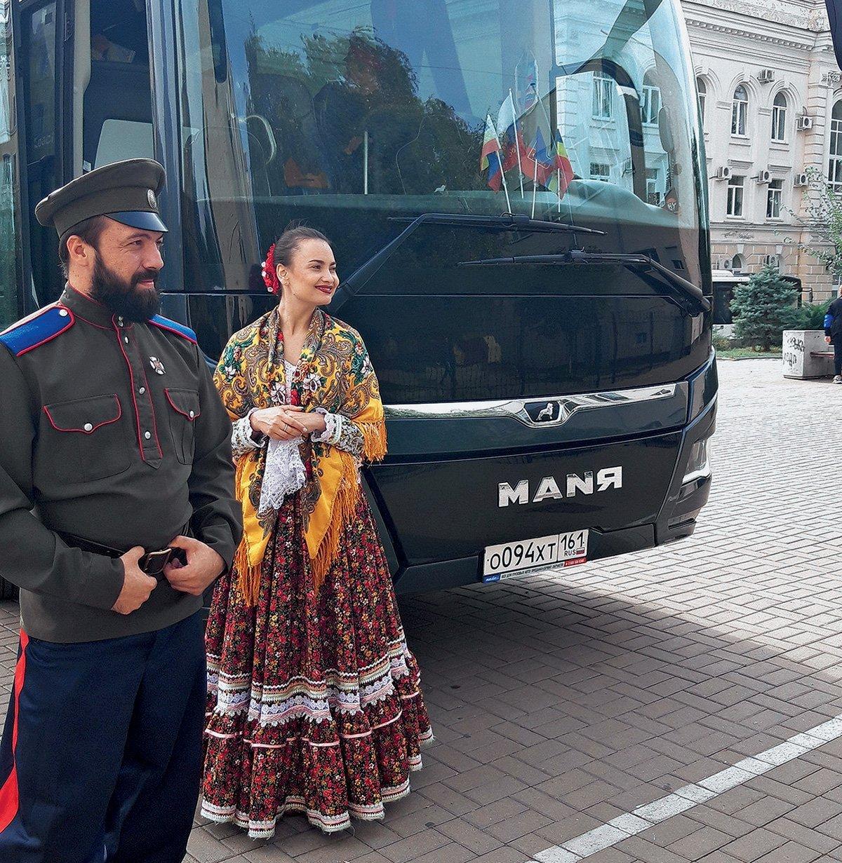 «Машину знаю как свои пять пальцев»: водитель и артист ансамбля рассказал об автобусе MAN Lion's Coach, по прозвищу «Маня»