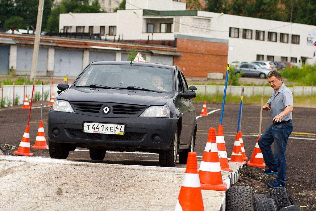 Курьеры, новички и неадекваты: от кого на дорогах лучше держаться подальше