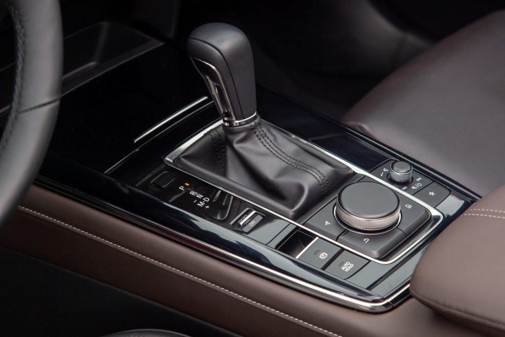 Mazda CX-30 представили в России