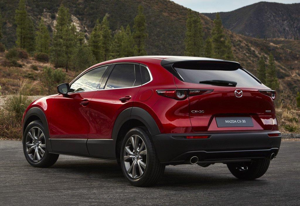 Mazda привезет в Россию новый кроссовер: названа цена
