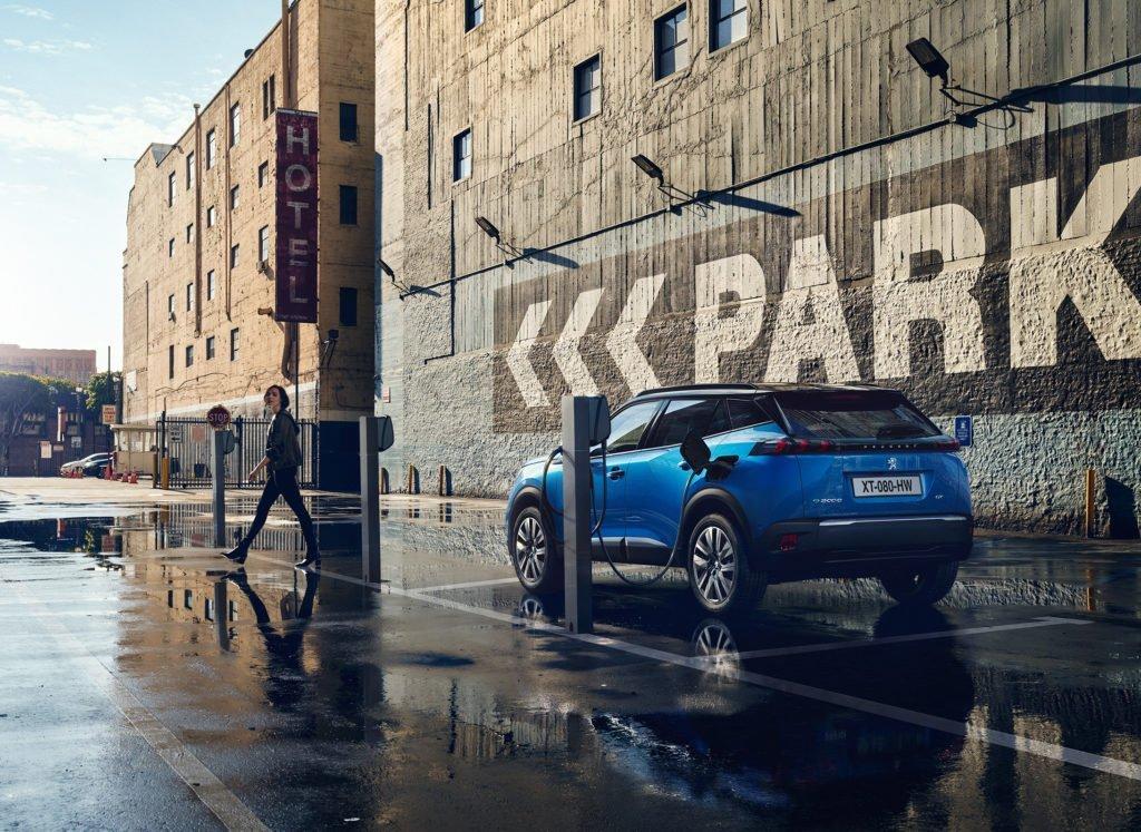 Стало известно, когда в Россию приедет новый Peugeot 2008
