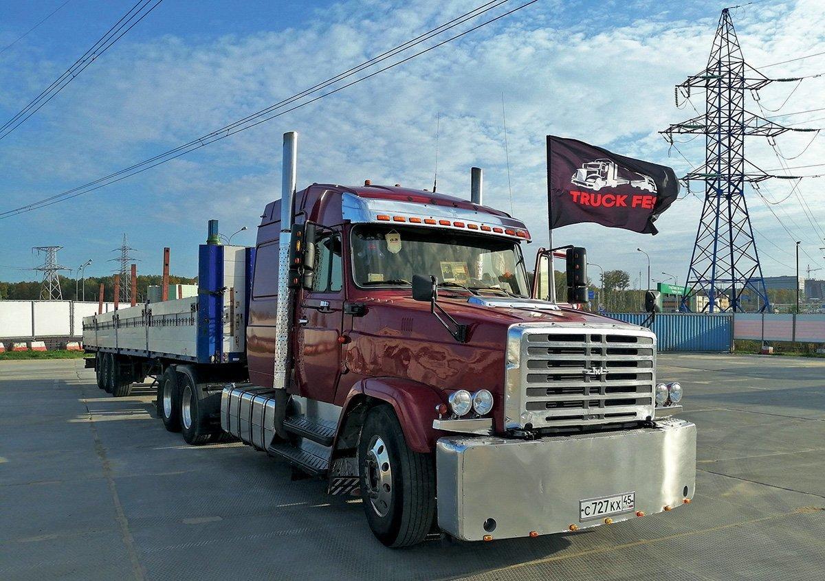 Уникальный трехосник ЗИЛ-43318ГЯ и другая автоэкзотика: что показали на Truckfest 2020
