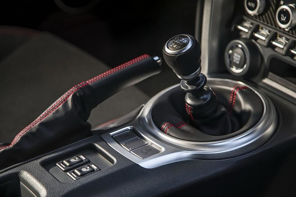 Названы самые популярные авто на «механике» в России