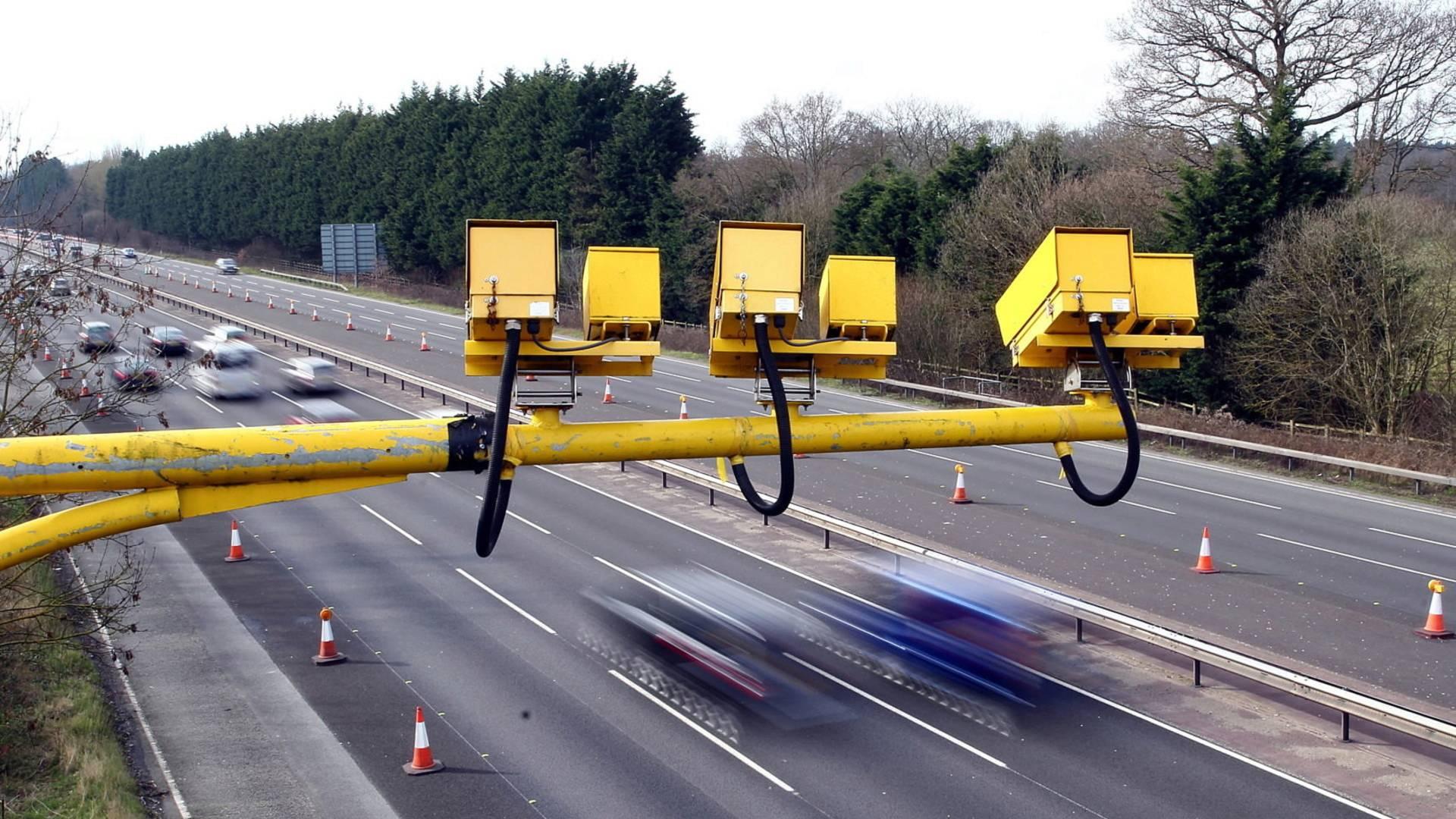 Новая камера следит за соблюдением дистанции между автомобилями