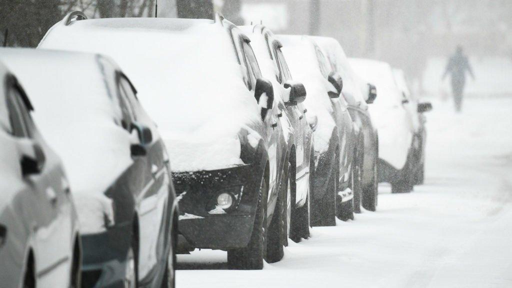 Как безопасно ездить в сильный снегопад