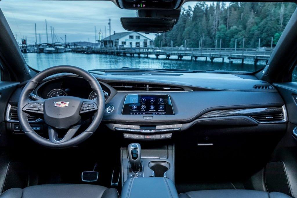 Новый компактный кроссовер Cadillac XT4 выходит на российский рынок