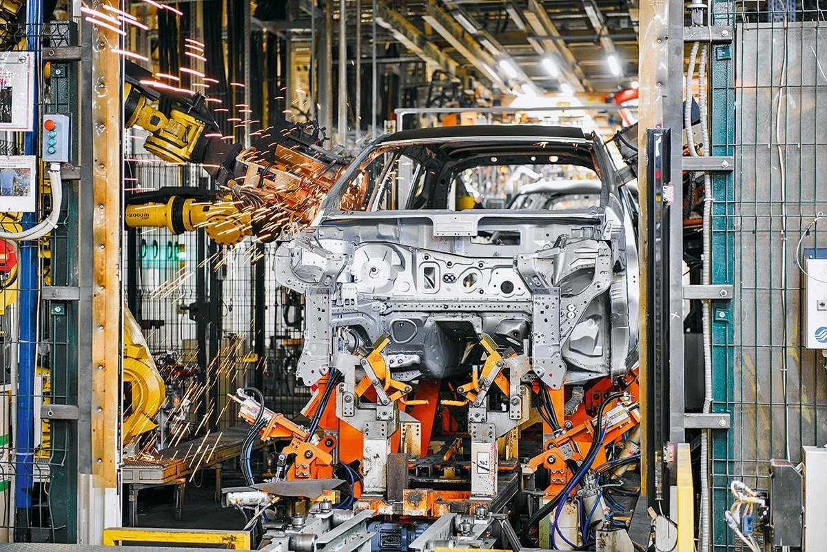 Чем Nissan Murano нравится владельцам и почему этих кроссоверов так мало в России