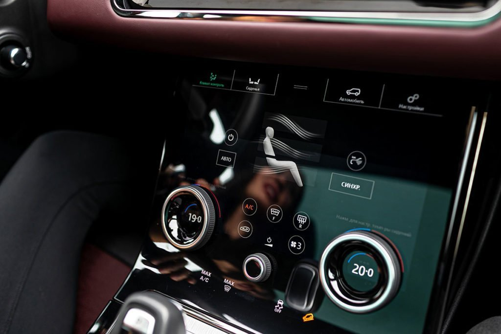 Сравнила Range Rover Evoque, Lexus NX и Audi Q5. В итоге выбрала «Ауди» – рассказываю почему
