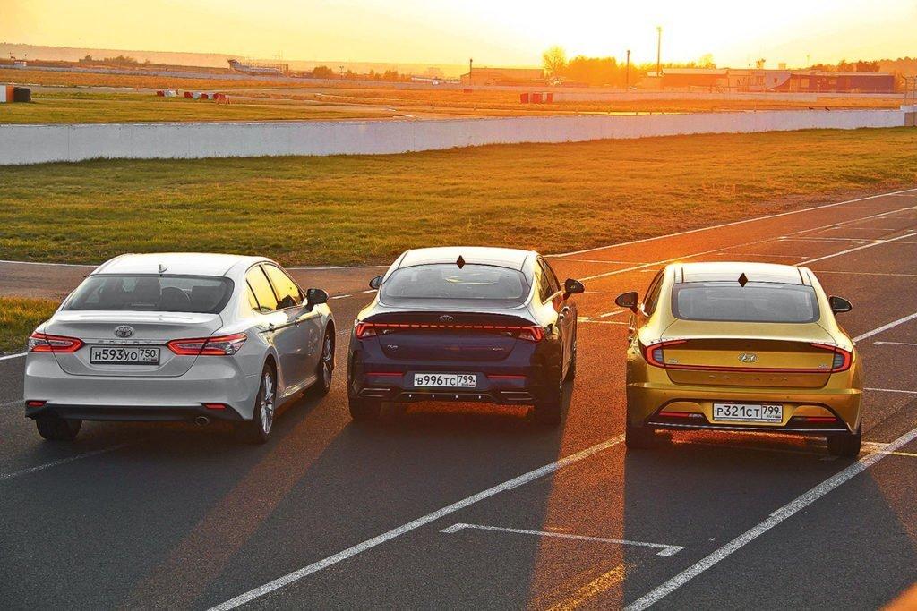 Hyundai Sonata против Kia K5 и Toyota Camry – сравнили три популярных бизнес седана. Какой лучше?