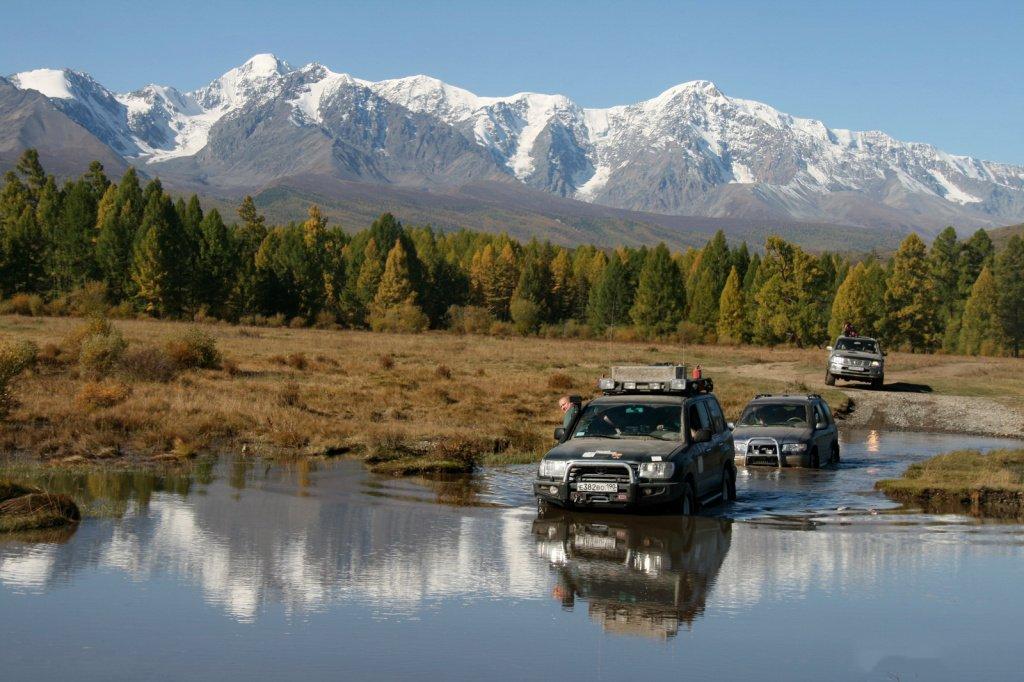 Власти хотят развивать интерес россиян к путешествиям на машине