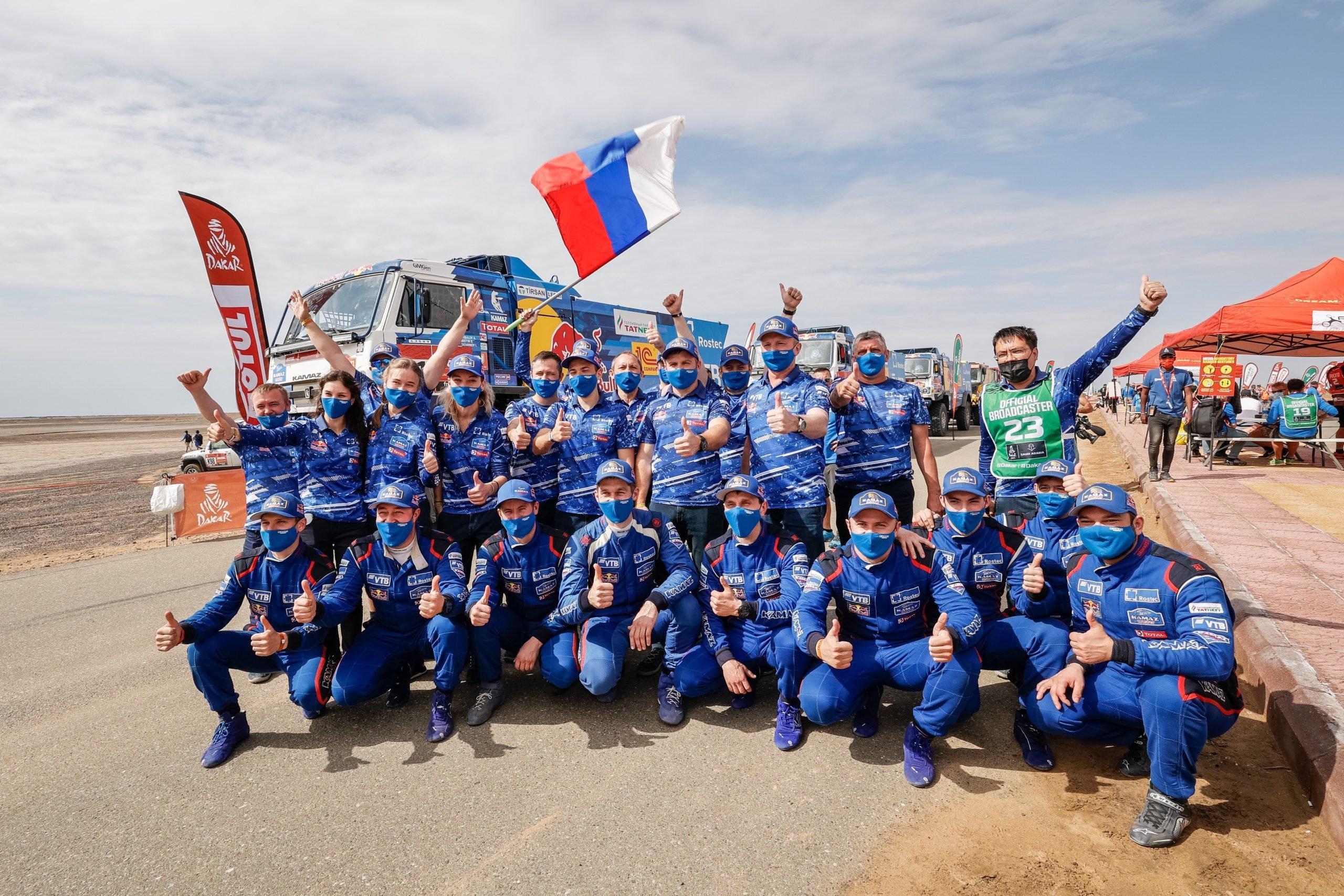 «КАМАЗ-мастер» завоевал весь пьедестал в грузовой категории ралли «Дакар-2021»