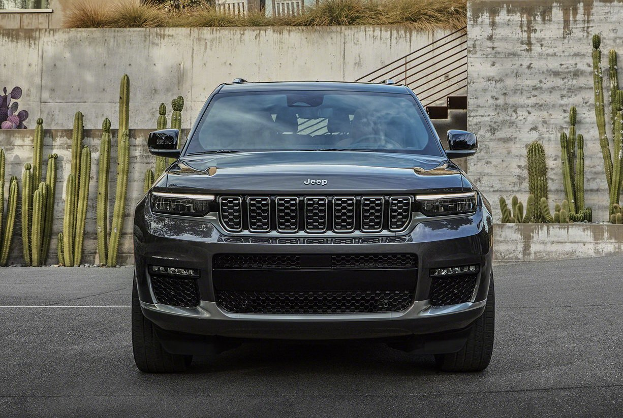 Новый Jeep Grand Cherokee L стал больше, дороже и роскошнее