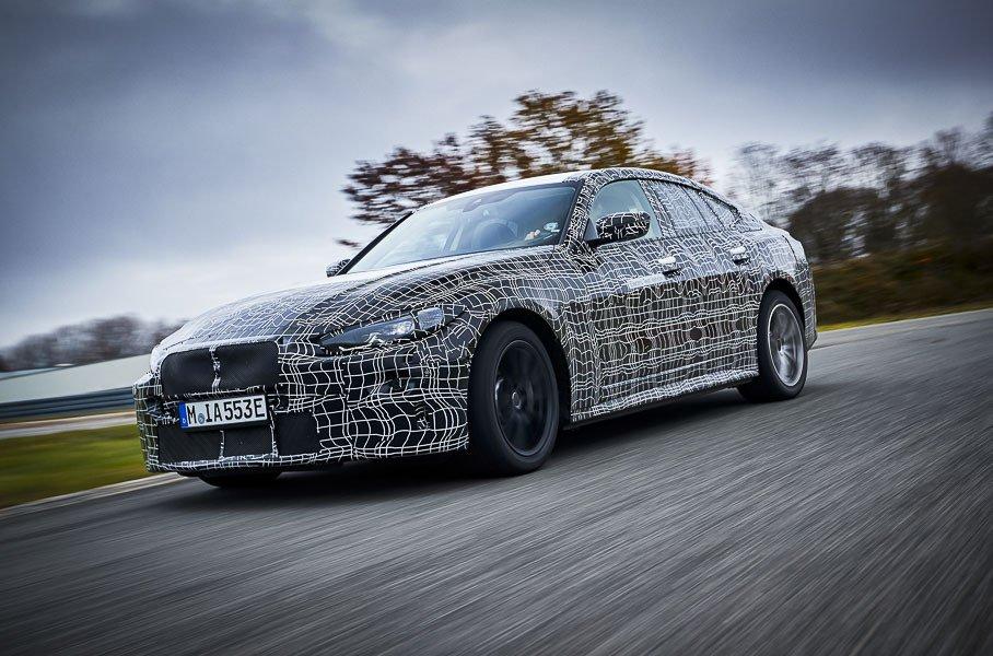 BMW показал электрокар i4 на видео