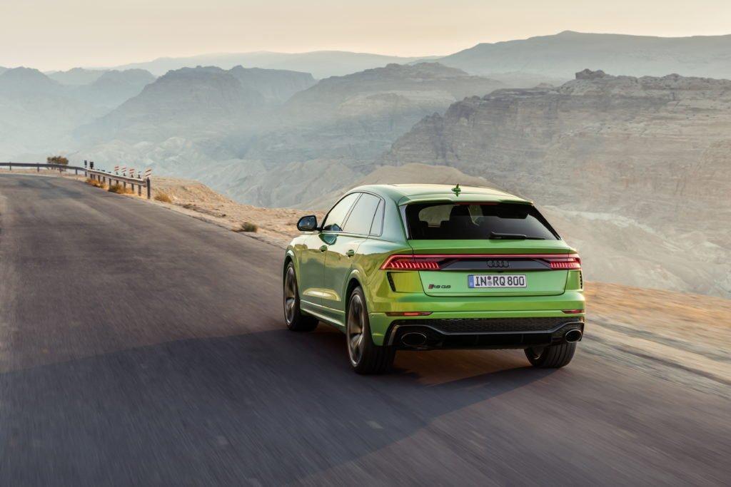 Названа цена «заряженного» кроссовера Audi RS Q8 для России