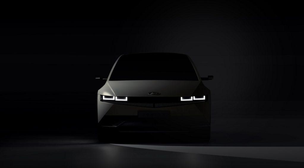 Hyundai показал первые фото кроссовера нового бренда Ioniq