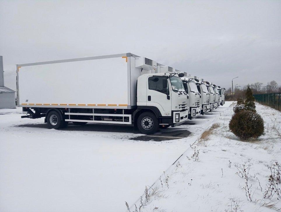 Isuzu передала крупному ритейлеру 16 новых фургонов
