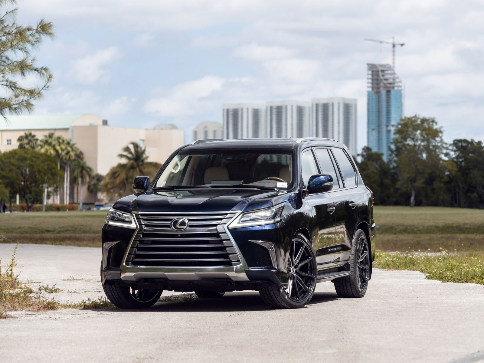 Lexus и Toyota отзывают авто, которые могут загореться