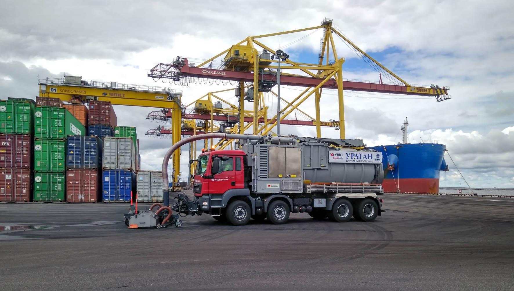 Вакуумный погрузчик «Ураган» на шасси MAN пополнил парк Усть-Лужского контейнерного терминала