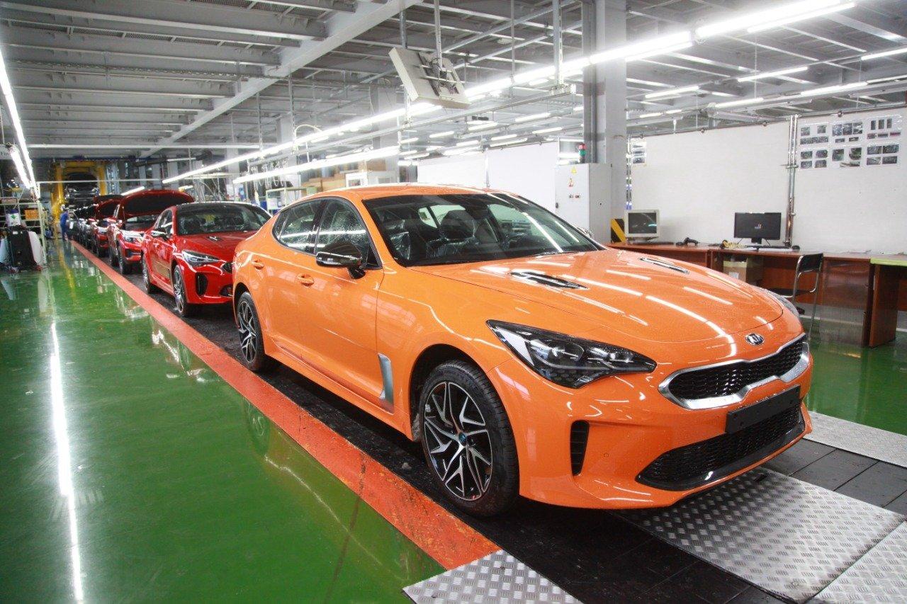 Kia раскрыла сроки начала продаж обновлённого Stinger в России