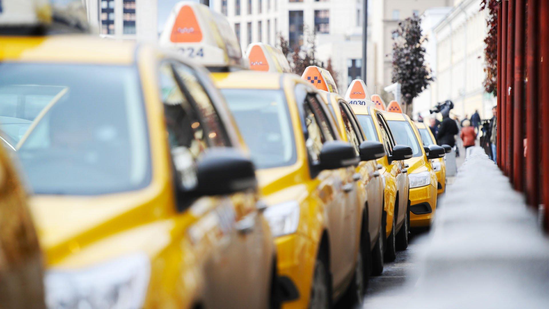 В Госдуме предложили установить границы тарифов на такси