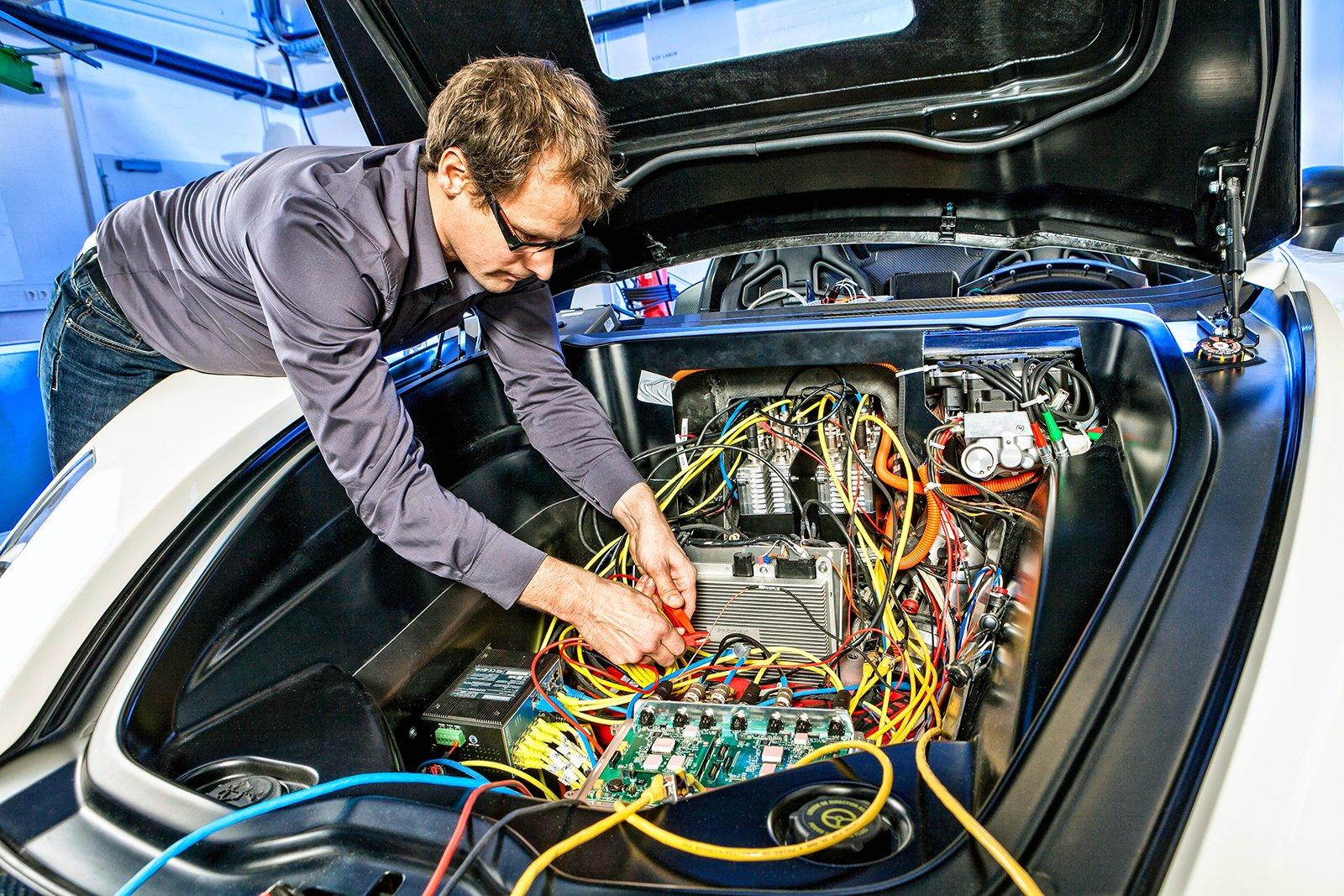 Минпромторг решил сократить количество импортной электроники в автомобилях