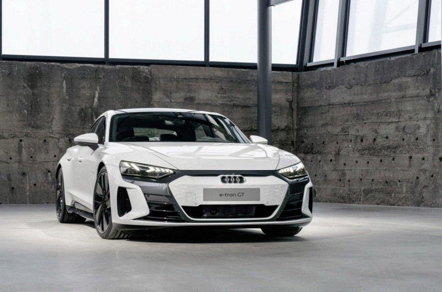 Электроседан Audi e-tron GT рассекретили накануне дебюта