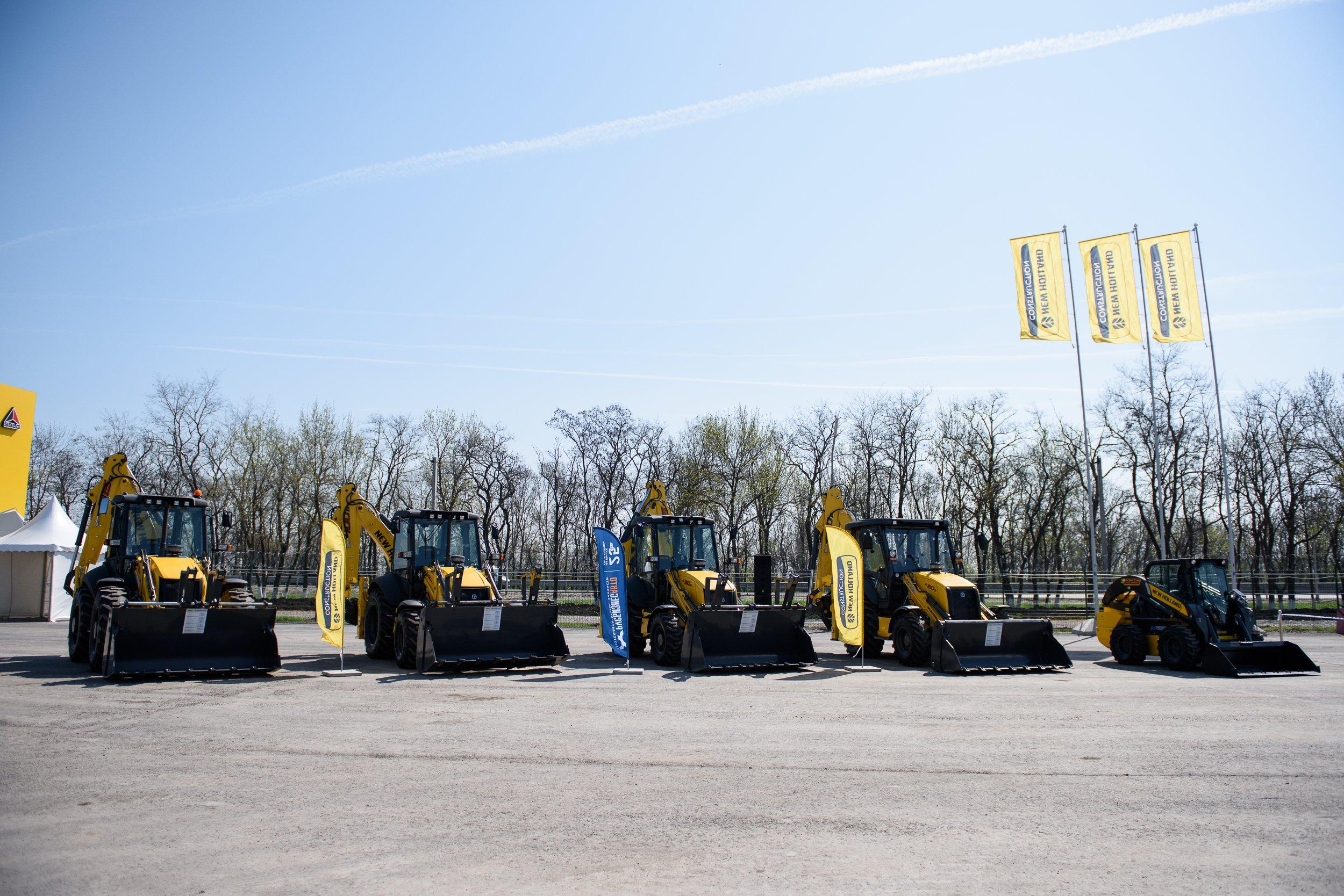 Продажи экскаваторов-погрузчиков New Holland в России выросли на 13%