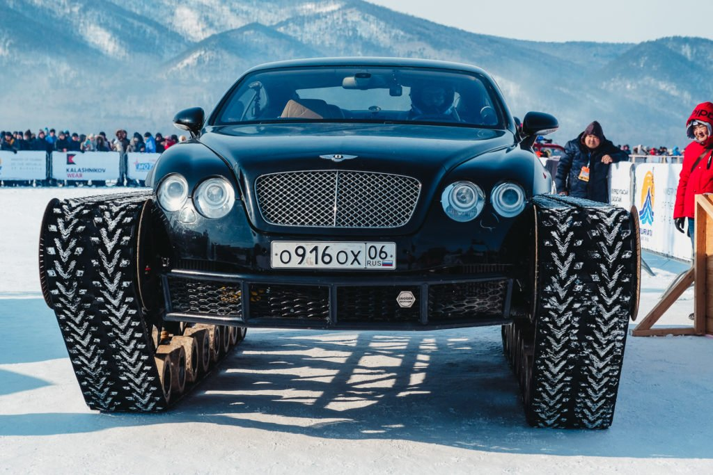 Пульман-лимузин Bentley в гонке по льду озера «Байкал»
