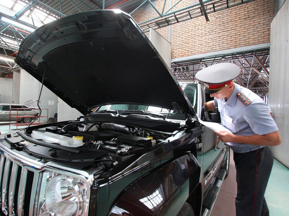 Сотрудники ГИБДД смогут изымать у водителей документы на авто