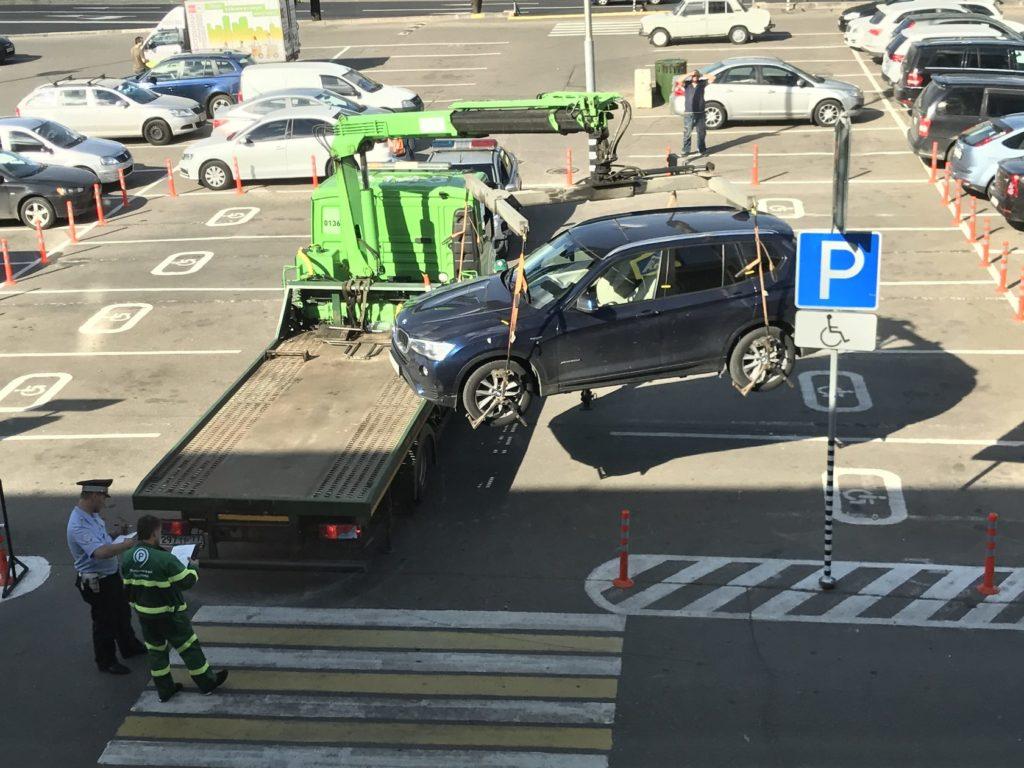 Штрафы за парковку на местах для инвалидов могут повысить