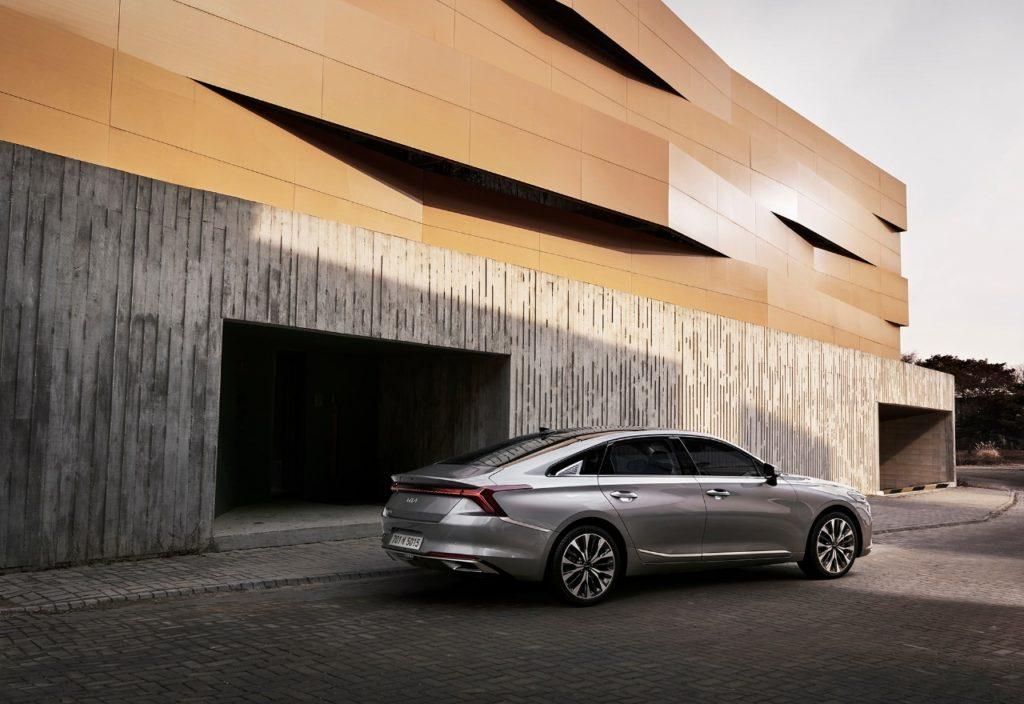 Kia представила первую модель с новым логотипом бренда
