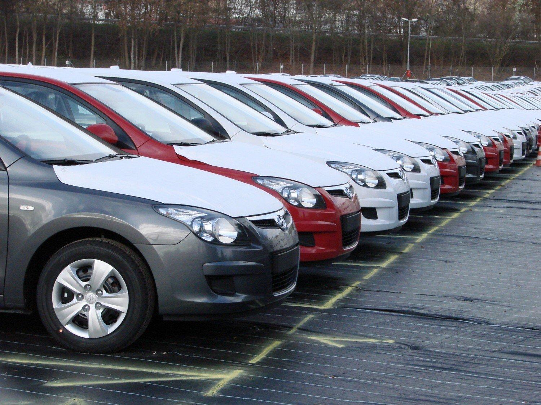 В России снизились продажи новых легковых авто