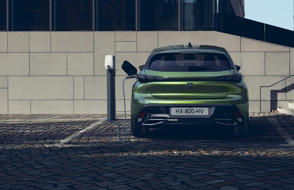 Новый Peugeot 308: изменилось все, включая логотип