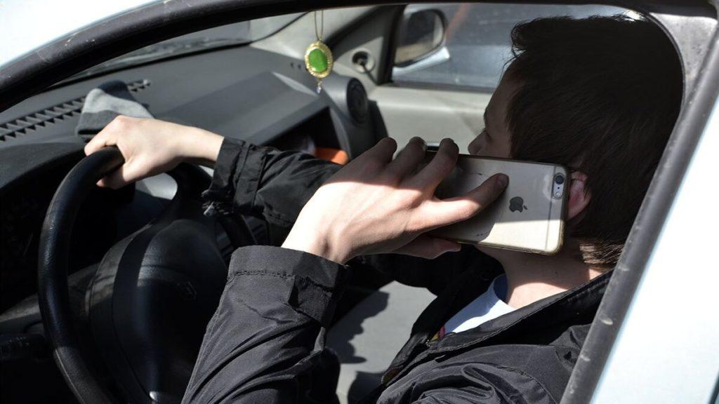 Штрафов за использование телефона за рулем станет гораздо больше
