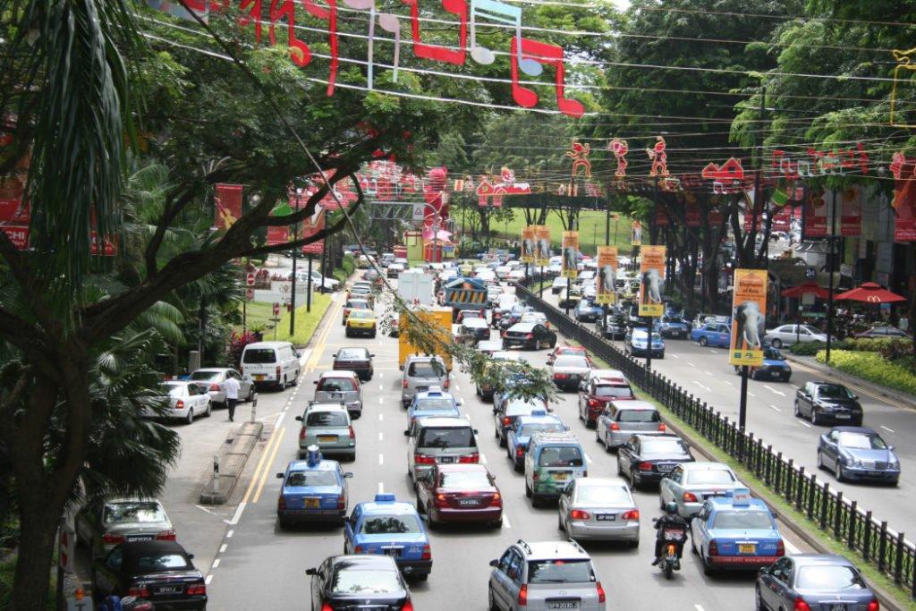 В Сингапуре запретят регистрацию легковых авто с ДВС