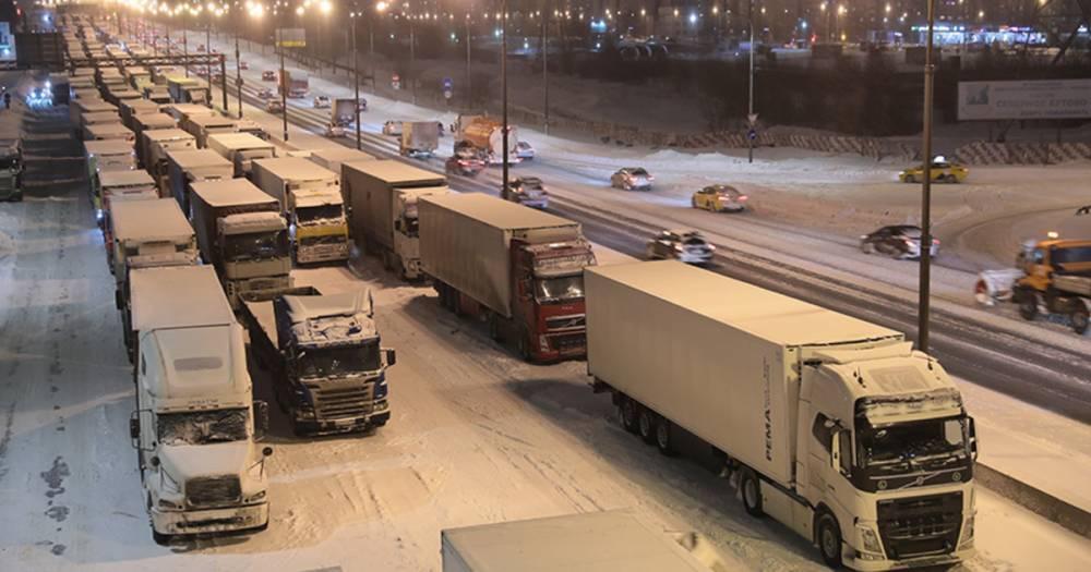 Собянин предложил сделать постоянным ограничение транзита грузовиков по МКАД