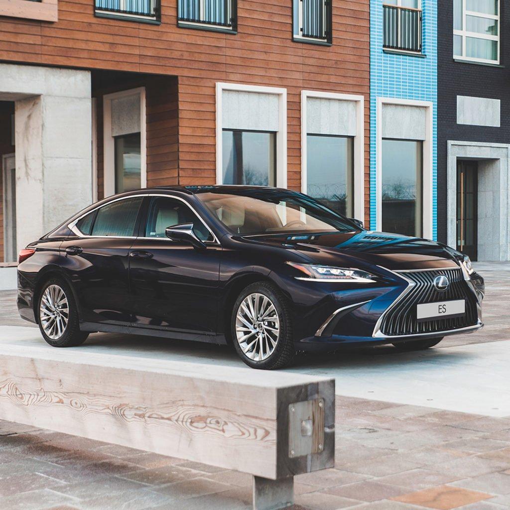 Названы 5 моделей Lexus, которые меньше всего теряют в цене