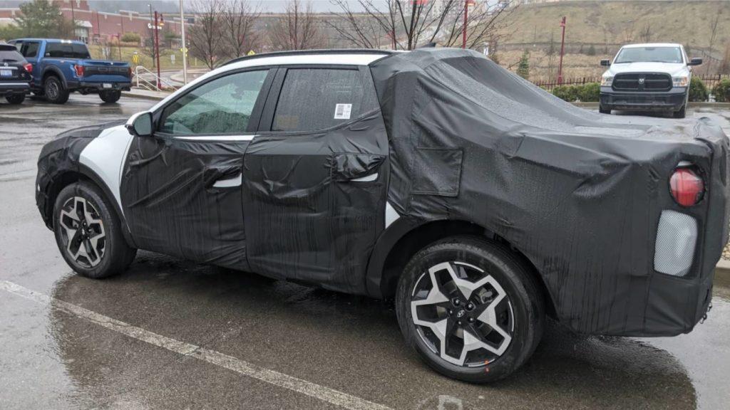 Новый пикап Hyundai Santa Cruz заметили на парковке