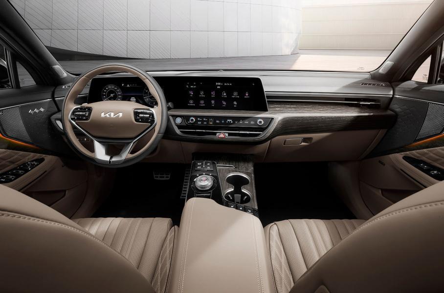 Kia показала первые снимки салона нового седана K8