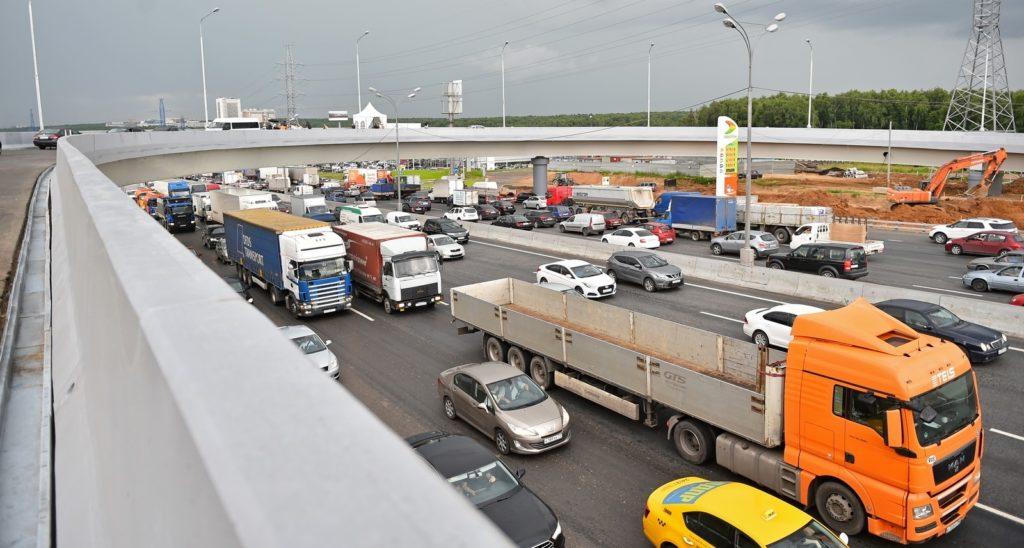 Дептранс отложил вступление в силу запрета на транзит грузовиков по МКАД