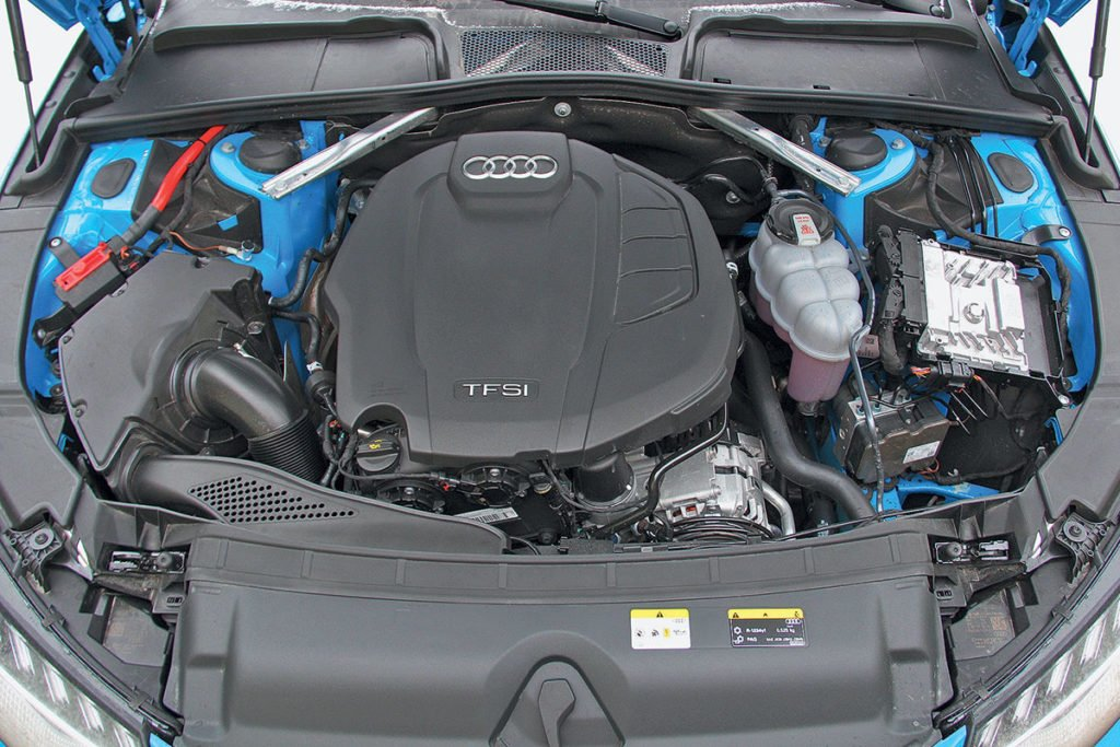 Сравнили Audi A4, Genesis G70 и Kia Stinger с полным приводом. Рассказываем, кто из них лучше и почему
