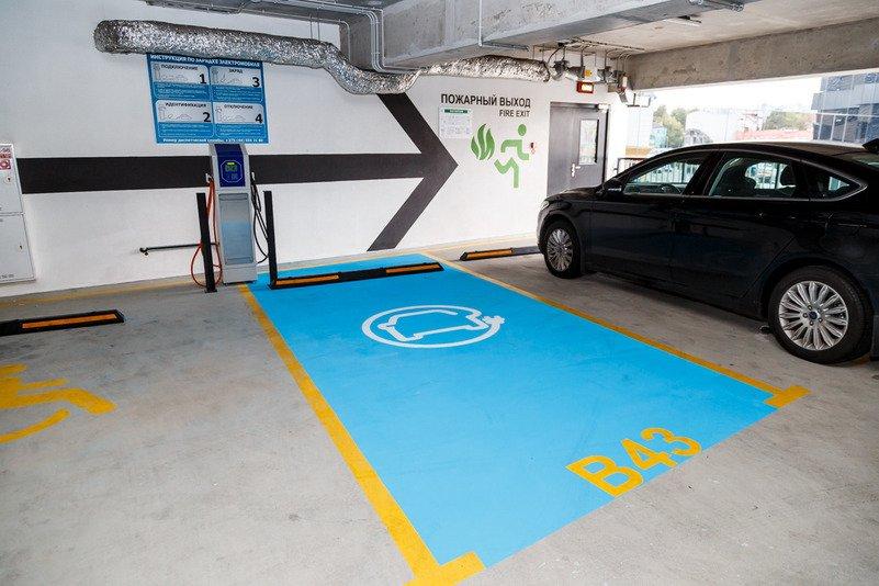 МЧС разрешит заряжать электрокары на парковках