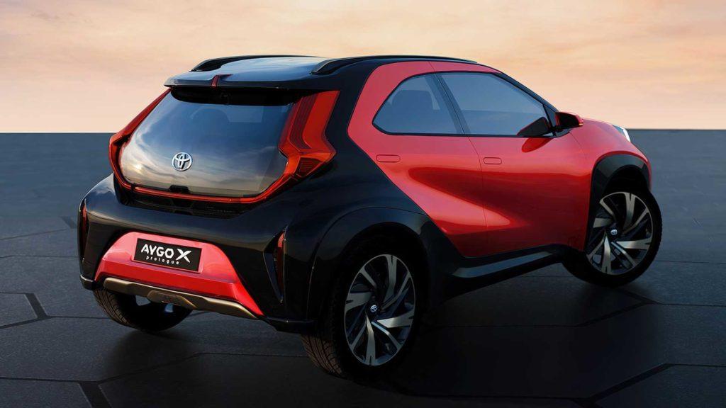 Toyota представила совершенно новый городской кроссовер