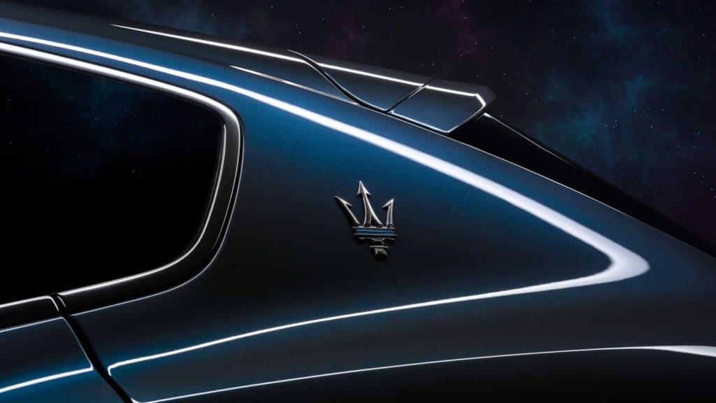 Maserati представил свой первый гибридный кроссовер в истории